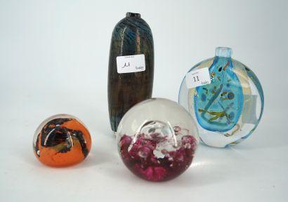 Éric LAURENT vase en verre soufflé incrusté...