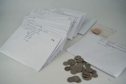 Réunion de pièces et billets dont Royaume-Uni,...