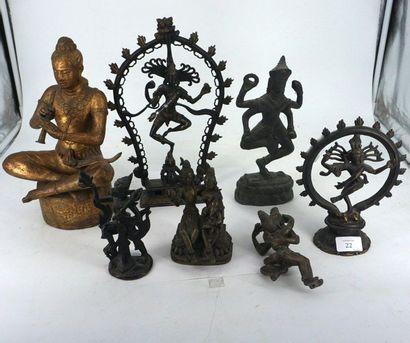 Réunion de sept sujets asiatiques, en bronze...