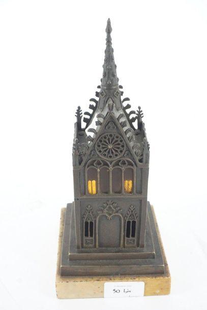 Reliquaire cathédrale en bronze patiné et...