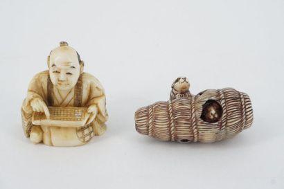 Deux Netsukes en ivoire sculpté, Japon, début...
