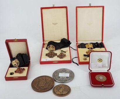 Lot de médailles et décorations de l'ordre...