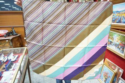 Réunion d'une vingtaine de foulards vintage...