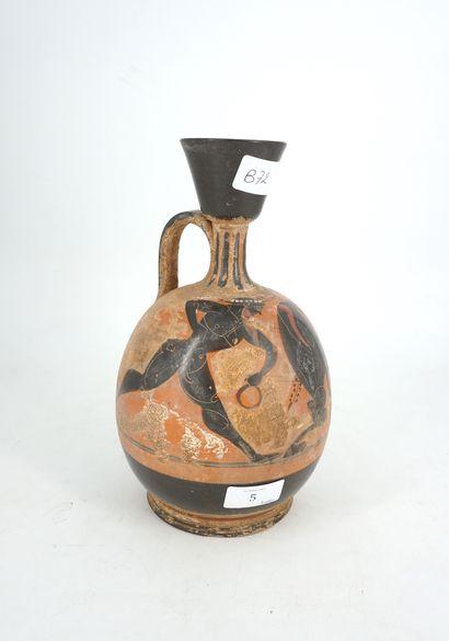 Vase en terre cuite à décor mythologique...