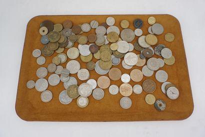 Lot de pièces de monnaie en vrac.