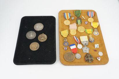 Lot de quatre médailles : LEGASTELOIS, Le...