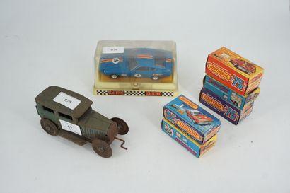 Lot de petites voitures : Cinq MATCHBOX,...