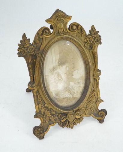 Petit cadre photo en bronze doré, époque...