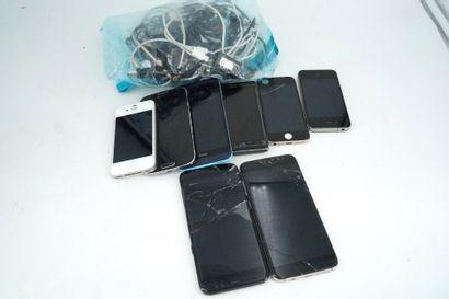 Lot de 8 téléphones portables dont IPHONE,...