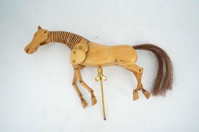 Modèle de cheval en bois.