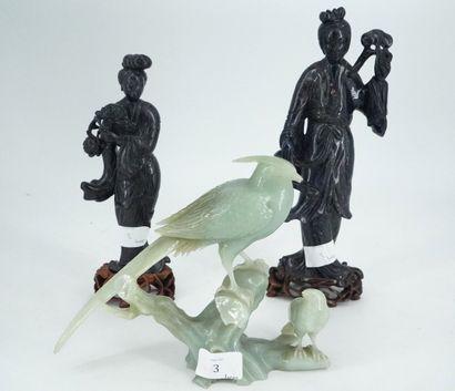 Groupe sculpté en néphrite figurant deux...