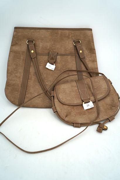 LANCEL sac à main en cuir taupe ; petit sac...