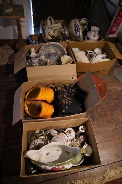 Lot de céramique et verrerie : assiettes,...
