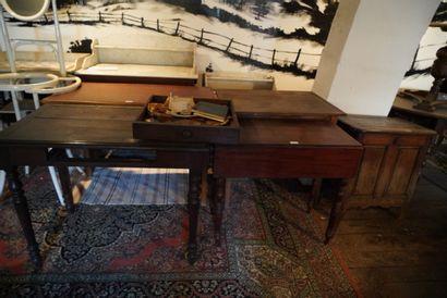 Lot de meubles dont un chapiteau de sellette,...
