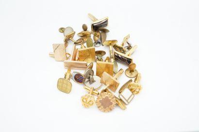 Réunion de boutons de manchettes en métal et métal doré.