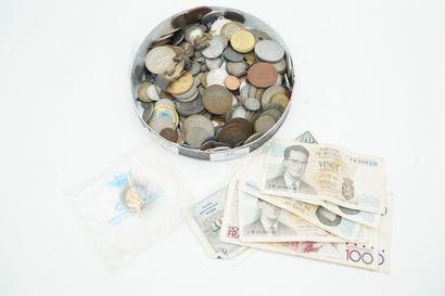 Lot de monnaies et billets anciens.