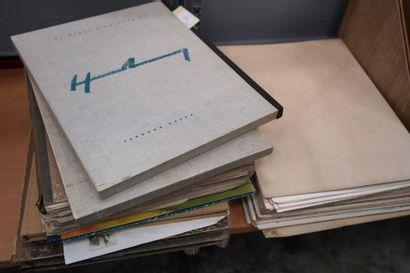 Réunion de volumes illustrés modernes dont...