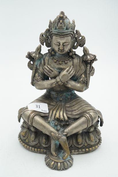 Divinité asiatique en métal argenté.