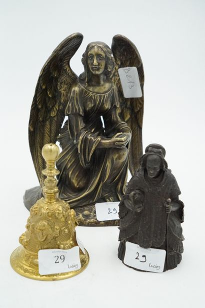 Deux clochettes en bronze, l'une figurant...