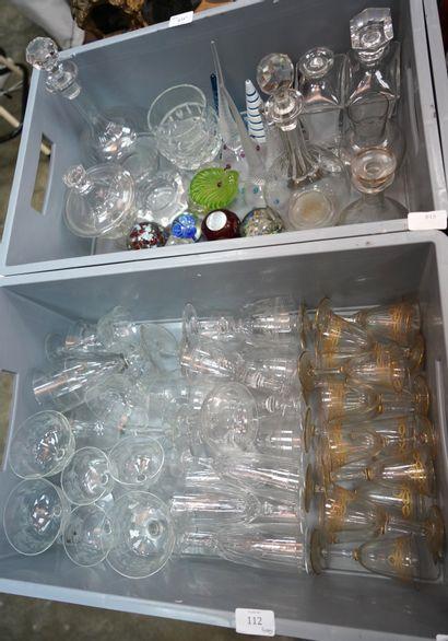 Parties de services de verres en cristal...