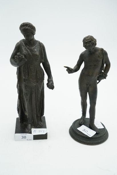 Deux sujets en bronze figurant une femme...