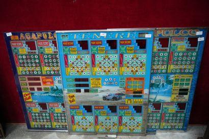 Trois plaques de flipper en verre peint.