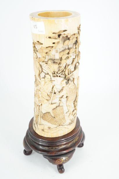 JAPON - Epoque MEIJI (1868 - 1912) Vase en...
