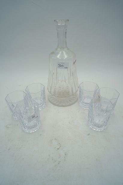 Cristal de Sèvres, service à wishky comprenant...