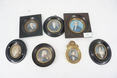 Huit miniatures en ivoire figurant portraits...