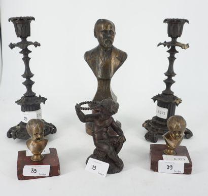 Ensemble de sujets sculptés comprenant buste...