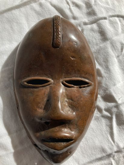 Masque de type Dan, Côte d'Ivoire. Alliage...