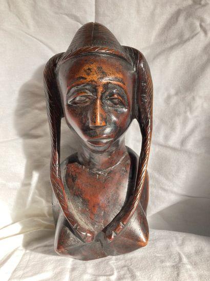 Buste féminin, dans le goût africain.  H....
