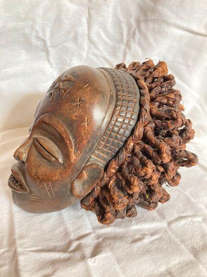 Masque de type Tshokwe,  Angola  Bois à patine...