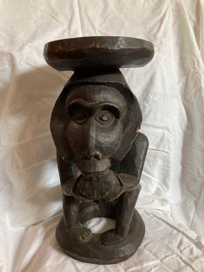 Tabouret de type Cameroun. H : 46 cm ; D...
