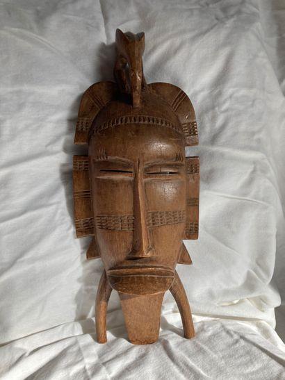 Masque de type kpelie, Côte d'lvoire  Bois...