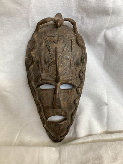 Masque en métal, de type Afrique de l'0uest...