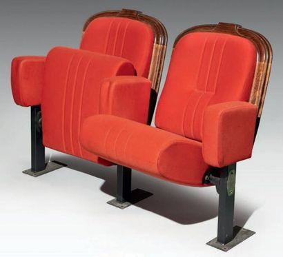 Rangée de trois fauteuils accolés de l'ancienne...