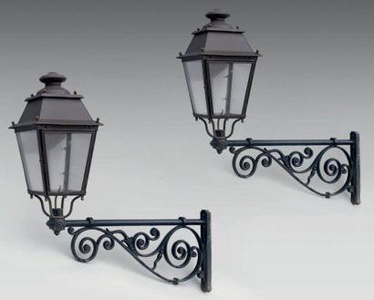 Paire de lanternes d'applique de rue en fer...