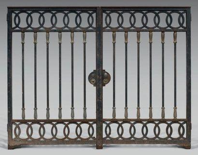 Belle grille de clôture intérieure en fer...