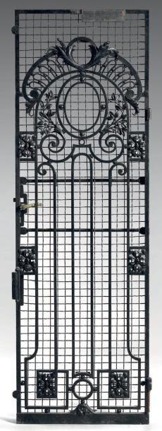 Porte d'origine d'ascenseur de l'immeuble sis à Paris IVè, 19, boulevard Henri IV,...