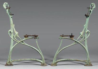 Hector GUIMARD (1867 - 1942) Double piètement de banc de jardin, modèle «HO», en...
