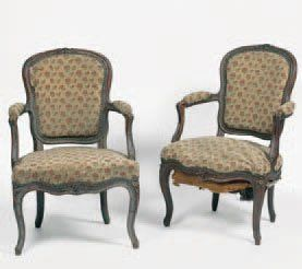 Paire de fauteuils en cabriolet en bois naturel...