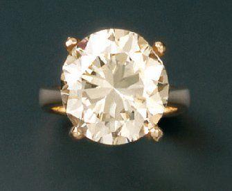 Bague en or jaune sertie d'un diamant solitaire...