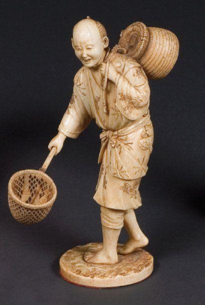 Okimono en ivoire du Japon, pêcheur debout...