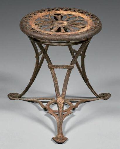 Tabouret bas, Exposition Universelle, 1889. Fonte, le plateau circulaire à décor...