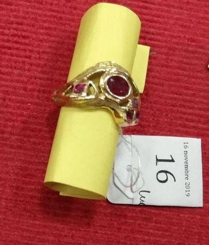 BAGUE Or jaune 750 millièmes, l'anneau figurant...
