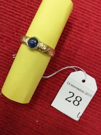 BAGUE Or jaune 750 millièmes, l'anneau gravé...