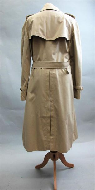 BURBERRY Trench in beige gabardine with belt, two patch pockets. Size 40 (Perfect...