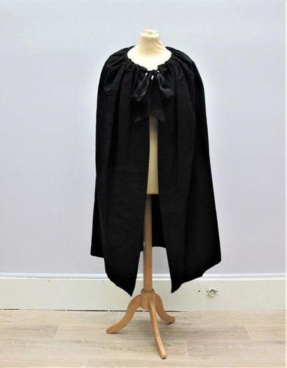 BALENCIAGA Haute Couture circa 1962 Cape...