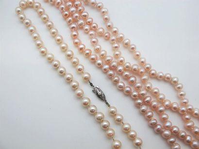 Sautoir en perles d'eau douce et collier...